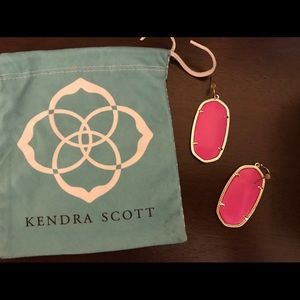 KENDRA SCOTT Danielle Gold Drop Earrings Hot Pink